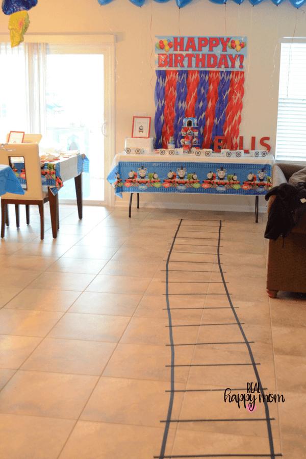 thomas the train theme birthday party decorations
