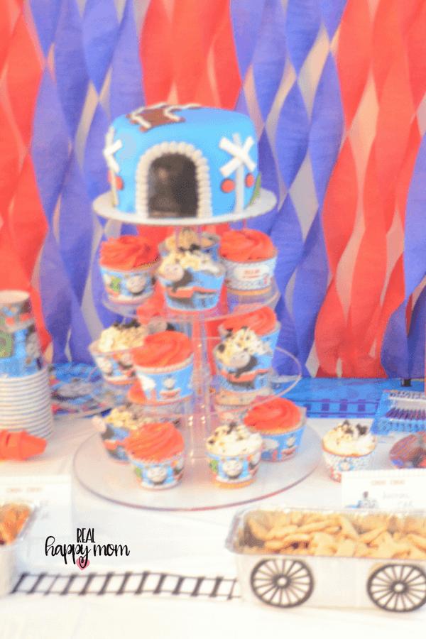 thomas the train theme birthday party cake
